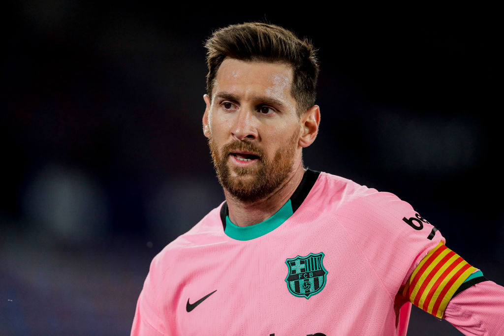 Messi says he always cries when returning to Barcelona from Rosario